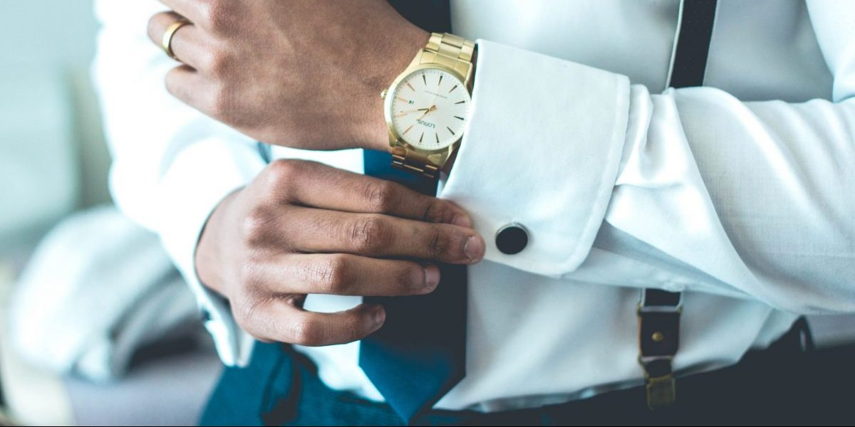 man in suit watch how to dress